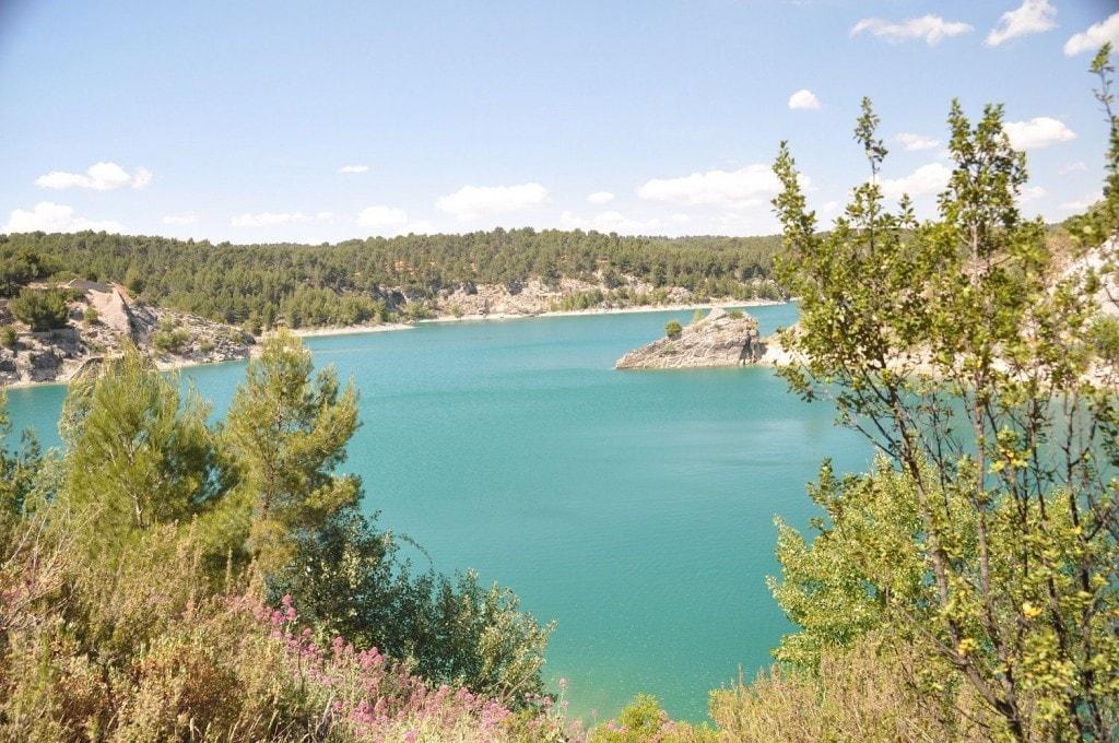 Le Lac d'Esparon situé dans les basses Gorges du Verdon