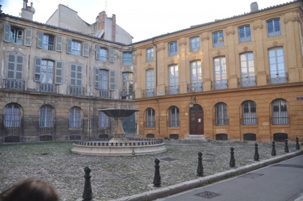 La très jolie ville d'Aix en Provence à 30' du Clos Geraldy