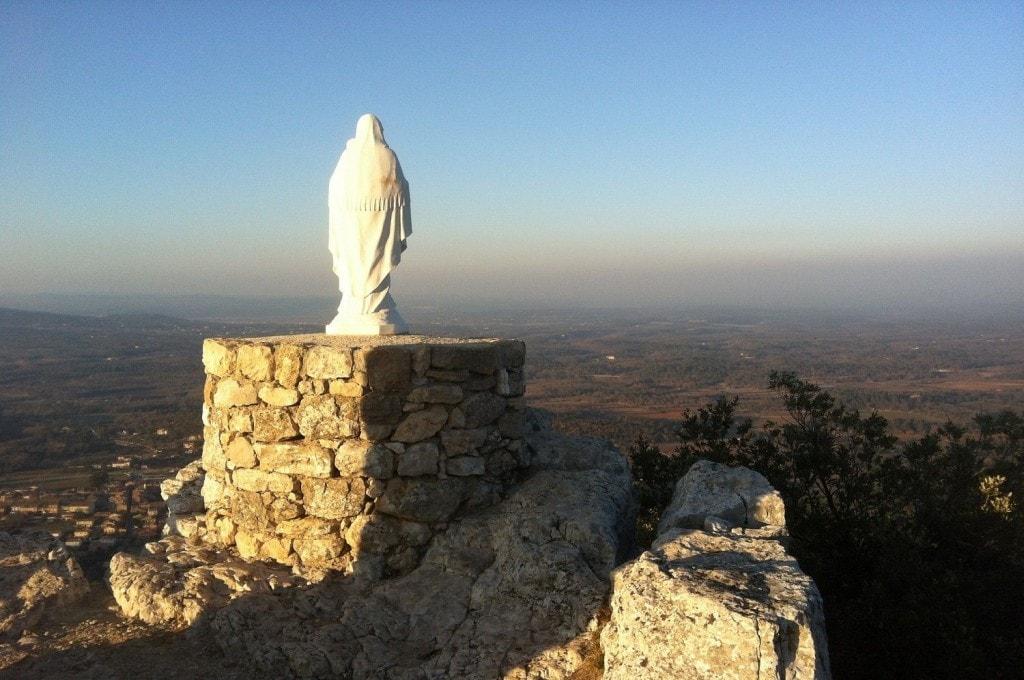Le masif de la Sainte Baume culminant à 1100 metres